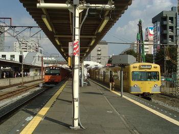 800px-MusashisakaiStation-2003-9-27-platform.jpg